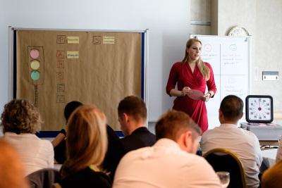 Aussteller und Teilnehmer kommen ins Gespräch